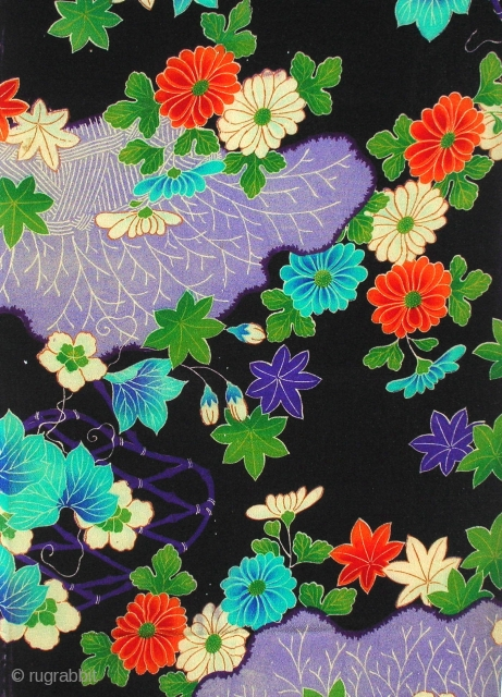 Kinsha silk, Japan, Taisho, cm69x32. We already reported how, from the late nineteenth century onwards, the sumptuary laws of feudal Japan were lifted, allowing everyone in the country equal rights to wear  ...