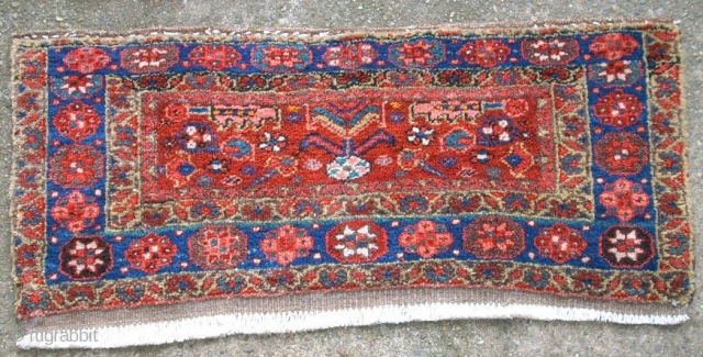 Very rar old Heriz. Size: 104 x 41. Very good condition.
