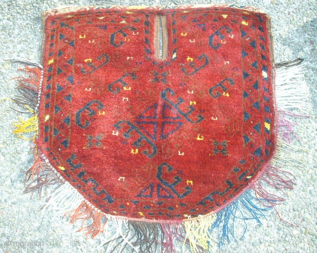 Old nice saddle from Afghanistan. Size: 63 x 60 cm. Good condition. Wonderful shiny wool.