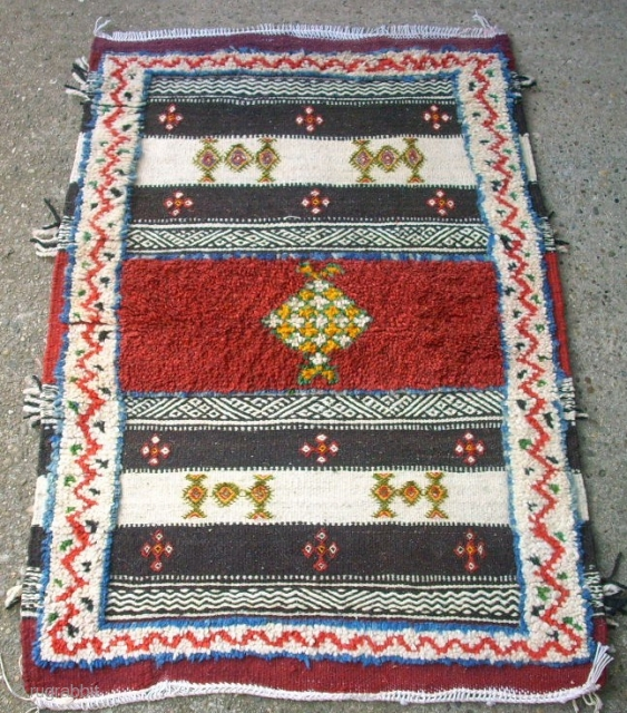 Nice maroccan Atlas rug. Size: 73 x 106 cm. Very good condition. Lovely piece.