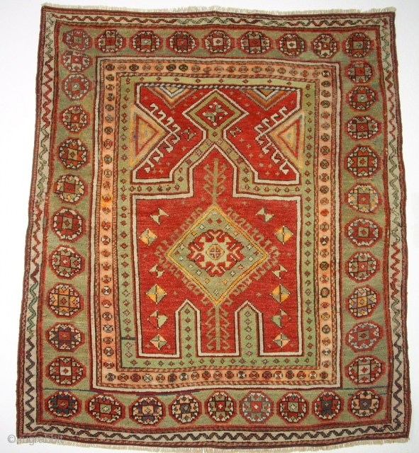 Very old anatolian prayer rug. Size: 141x121 cm. Good condition. Special piece.