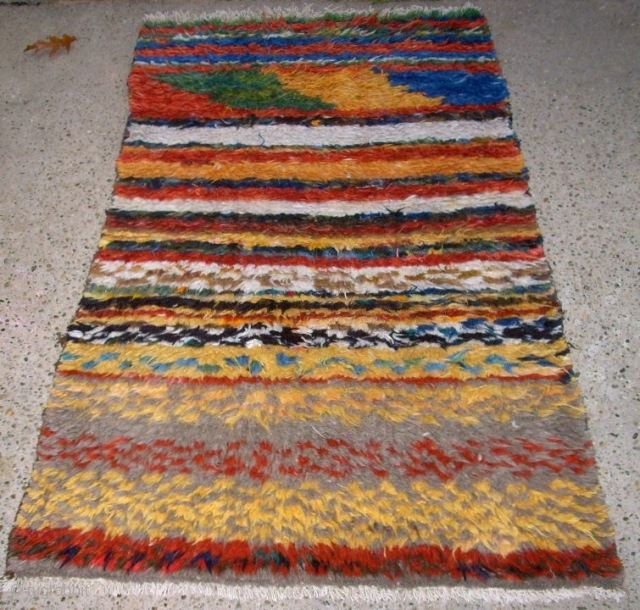 Excentrial persian Gabbeh. Size: 91 x 155 cm. Very good condition.