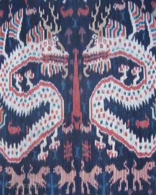 Hinggi Kombu from Sumba in Eastern Indonesia. A very large men's ikat mantle woven with true mastery. Mid- 20th century.