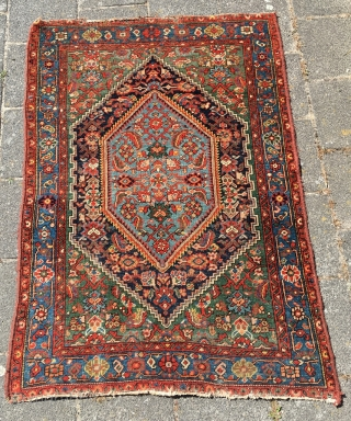 Excellent Mishan Malayer area rug 58,3 x 39,8 (148 x 101 cm). Deep natural colors, beautiful contrasts and exceptional green. Fat glossy wool, good pile, small area of wear. Selve-edges redone, ends  ...