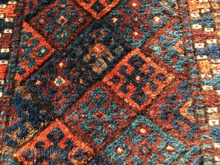 Nice Jaf with silky silky silky wool. Unusual palette, including petrol blue. Kelardasht Kurdish exclave in NE Persia? Size 22.5 x 18.9 inch (57 x 48 cm). You can reach me at  ...