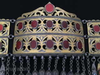 Central-Asia Ethnic Turkmen Silver Headpiece/Pediment Fine gilded with cornalian and turquoise orinal ethnic tribal jewelry. Great condition ! Circa - 1900 - 20 Size - Lenght : 32 cm - Height :  ...