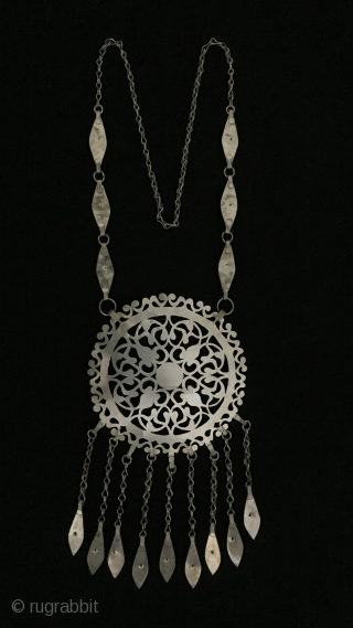 Central-Asia Ethnic Traditional Turkmen silver tassel necklace gold washed with cornalian original tribal jewelry.Excellent condition ! Circa - 1930 - 50 Size - Lenght with chain : 54 cm - Height :  ...