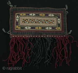 Central-Asia A beautifull Turkmen Embroidery Hanging with silk tassel Fine condition ! Circa - 1900 Size - Height with tassel : 16 cm - Width : 15.5 cm Thank you for visiting  ...