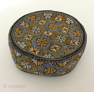 Central-Asia Antique Uzbek tribal embroidered hat Great condition ! Size - Height : 6 cm - Circumference : 54 cm Thank you for visiting my rugrabbit store !