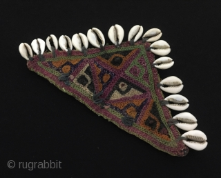 Central-Asia Turkmen pair of silk embroidery talismanic amulet with sea shell Fine condition ! Size - Lenght : 19 cm - Height : 10 cm Thank you for visiting my rugrabbit store  ...