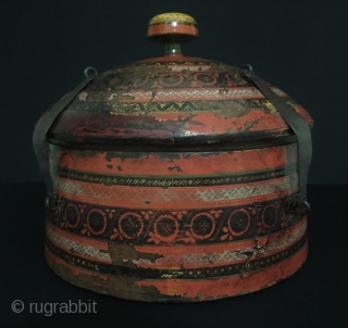 Central-Asia Antique from Afghanistan Handmade and Painted Wood Box Fine condition ! Circa - 1900 or earlier Size - Height : 23 cm - Circumference : 81.5 cm Thank you for visiting  ...
