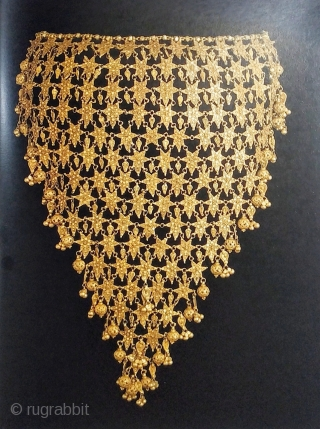 India. Jewels that Enchanted the World. Moscow, Kremlin Museums and Indo-Russian Foundation Publishing, 2014, folio (35 x 28cm), 428 pp., 430 colour illus., cloth, dust-wrapper. Catalogue of an exhibition at the Moscow  ...