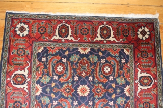 Tebris Persian around 1920 Wool on cotton very good condition.  Size: 160x114 cm