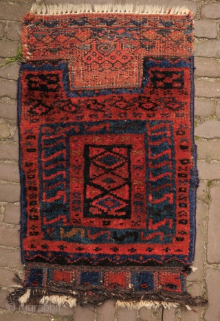 bakhtiari khordjin, with two birds. wool on wool, beautiful deep natural colours, full pile, traces of use at the left and right (picture 3), clean.  a nice and rare tribal piece.   ...