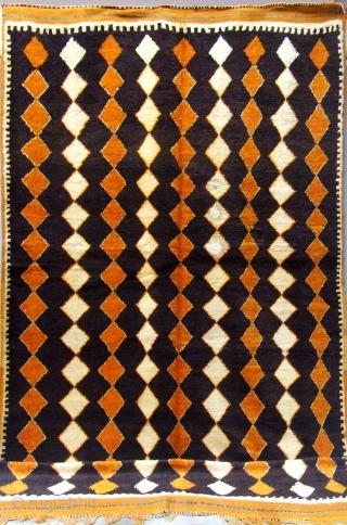 Rf 126- Ait Znaga Berber rug ( Ait Ouaouzguite ), wool, natural colour, 279 x 145 cm, circa 1965-70.