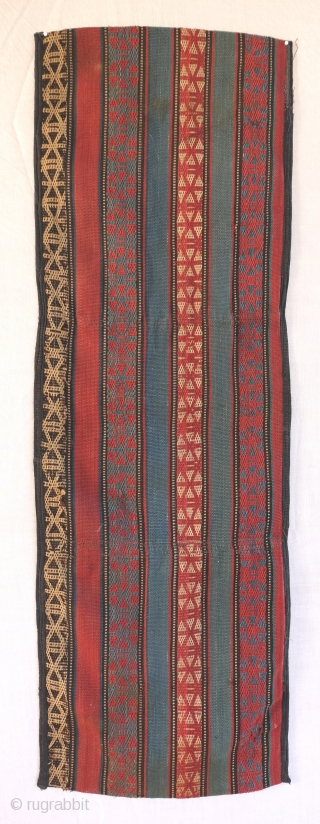 Shahsavan Khorjin made of a single strip of jajim. Acquired in Baku. Complete, shows signs of use, few weak spots, reinforced edges. May need a good bath. 