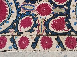 Djizak suzani,silk on linen.size 200 x 230 cm.