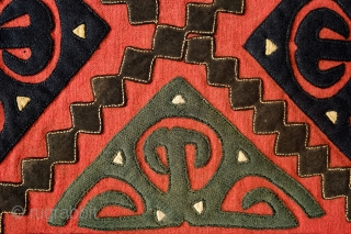 Yomut Asmalyk, 4th quarter of the 19th Century.  Wool felt applique. Wonderful graffic.   Natural dyes.  In very good condition but for a couple of very small moth nibbles which  ...