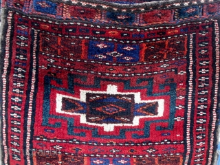 Complete Northwest Persian Kurdish heybe with Memling gul design, early 20th century, beautiful condition, all dyes appear natural.  Please ask for additional photos if needed.