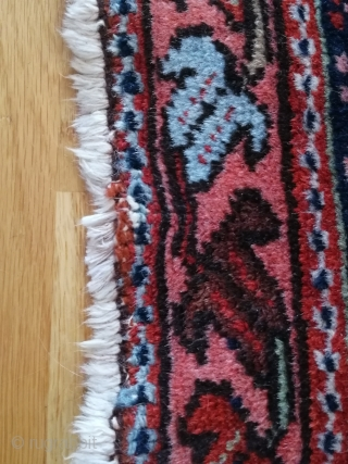 An antique, expressive rug in nice condition to furnish with. Appealing size, 190 x 150 cm.  The stated price is excluding shipping.  For more pictures or additional information, please contact me at any time.  Best  ...
