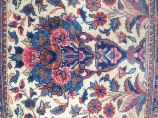 Small Persian kashan size:44x43-cm