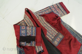 Very fine Coat, China, around 1915, silk with fine embroidery and applications, perfect condition