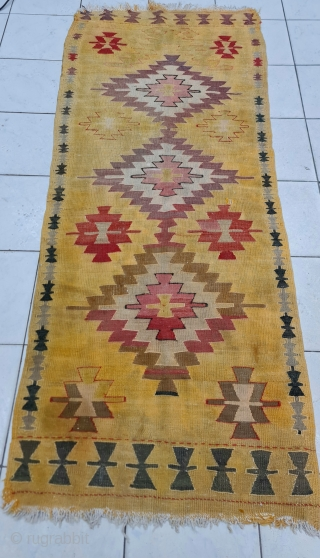 Size : 90 x 215 (cm), Central anatolia, Cappadocia (avanos) . Ca1900s Wool on cotton. I bought it from Avanos region, the family member said that he inherited the rug from his grandfather.