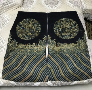 In the middle of Qing Dynasty, the stone green land was embroidered with peony patterns and round flowers, with sea water and river cliffs.  The maximum size is 82 * 45cm, the diameter  ...