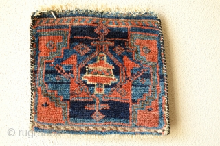 This 19th century small Chanteh  is made by Luri Tribes. Very good shiny wool. Intens good natural colors. size 29 x 33 centimeters.Very decorative