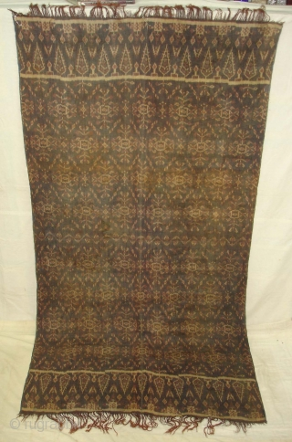 Finely dyed and woven warp ikat shawl from Nggela,Flores in Eastern Indonesia.Patola inspired design.Its size is 120cmX225cm(DSC02448 New).