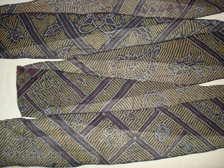 Turban Tie and Dye,cotton,with Multiple Tie And Dye Design.Natural Colour's And in indigo base colour.From Nagour District of Rajasthan,India.Perfect condition.Size is about 15 to 20 Miters(DSC02471 New).