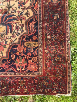 Old Sarouk Feraghan rug, I think, 203x132 cm. Amazing quality but it has wear, holes and some restauration. Just a little bleeding on the back, either from silk overcast or a fuchsine  ...