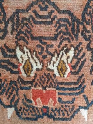 Extraordinary antique Tibetan tiger rug, khaden size (147*78 cm circa), excellent condition, good price: a unique piece for an important collection!