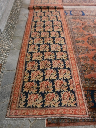 575 x 110 cm Original ancien KARABAGH Caucasus in  perfect condition. All wool. Fastened colors and shiny wool for this antique runner.  Original gol-farangh design.   More info  and photos without problems. Greetings  ...