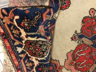 FARAHAN carpet in good condition, with original design. Fine knot and shiny dyes. Old piece in very good condition ALL original size, ends and selvedges. This carpet has not been washed, at present. Size  cm.  ...