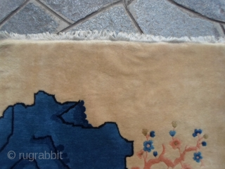 Antique chinese carpet in very good condition.  Washed and ready for domestic use. This piece is all original, full pile without dameges, restors or repils. It is a very beautiful chinese Peking  ...