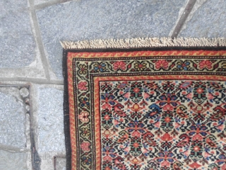 Wonderfull antique MISHAN village, district of Malayer. In perfect condition and qashed. Size  124 x 202  cm. Original extra fine design ZIL-Y-SULTAN. This piece has been knotted like a QOUM 100 % silk  ...