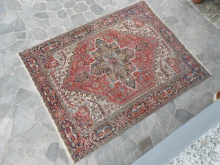 Heriz in perfect condition: all original piece. Any repils, restors, or damages for this Persian carpet. Size is  366 x 280  cm. More photos or info on request, thanks !  WARM REGARDS    ...