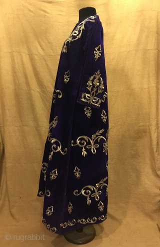 Vintage handmade Turkish ottoman silk velvet dress clothing   Size:  Height : 135 cm Under arm : 50 cm Shoulder size : 40 cm  Fast shipping worldwide   Thank you visiting for my shop :)