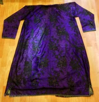 Vintage Uzbek silk kaftan coat handmade ethnic tribal unique exotic kaftan  Very good condition ,!  Size :  Height : 135 cm Arm lenght : 90 cm Chest size : 70 cm Shoulder size : 60 cm  Please feel  ...