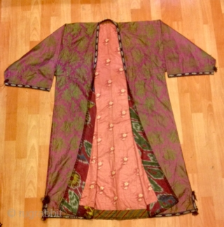 Vintage Uzbek kaftan silk kaftan tribal traditional asian costume tribal handmade unique coat  Size :  Height : 125 cm under arm with : 65 cm Shoulder with : 50 cm  Please feel free if you have  ...