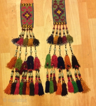 "Uzbek vintage silver tassel trapping tassel hanging decorative tassel  Size: height : 90 cm  100% handmade  VINTAGE UZBEK TASSELS : ""Segusha""( Triangle) is a decorative embellishments, whose function, was to decorate the beddings tucked away folded against  ..."