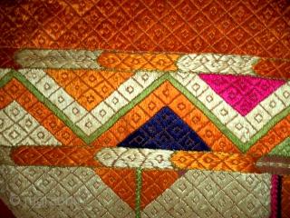 Vintage Phulkari from punjab, India. Very rare design pattern known as Panchranga Laheria. (DSC02604)