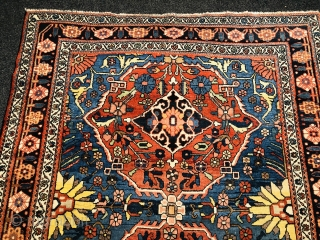 Antique Persian Bakhtiary rug, beautiful drawing. Size: 202x157cm / 6'7''ft by 5'2''ft