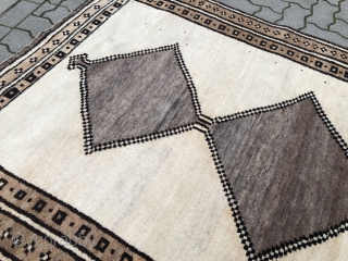 Minimalistic old Southpersian Salt and Pepper Gabbeh rug, good condition. Size: 230x140cm / 7'6''ft x 4'6''ft