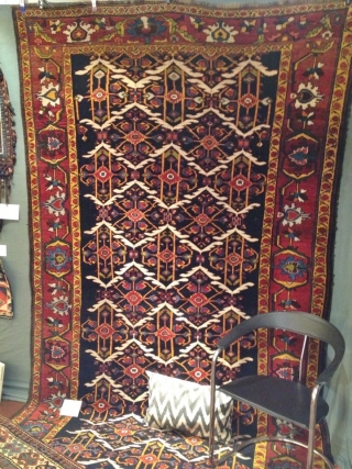 Antique early Bakhtiary long rug on wool foundation, circa 1880. Beautiful design and archaic border, size 405x190cm / 13'3''ft x 6'3''ft  www.najib.de