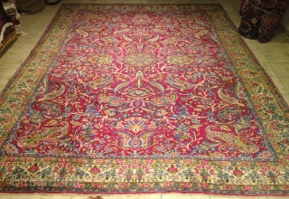 Fine antique Persian Kirman Ravar carpet. Size: 380x275cm / 12'5''ft x 9'1''ft www.najib.de