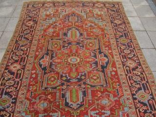 Decorative antique Persian Heriz rug. Good overall condition. Size: 320x205cm / 10'5''ft x 6'7''ft www.najib.de