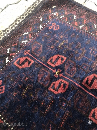 Very nice antique Baluch bagface. Shiny wool and beautiful flatwoven ends. Size : ca 70x 65cm / 2'3'' x 2'2''ft