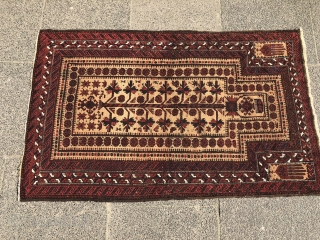 Very nice antique Baluch prayer rug with stylized hands, size: 142x90cm / 4'6''ft x 3ft